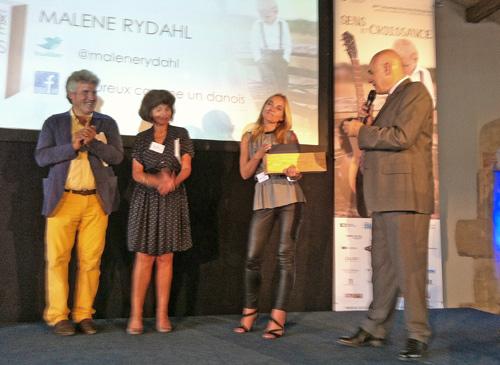 Philippe Gabilliet remet le Prix du livre optimiste à Malene Rydahl